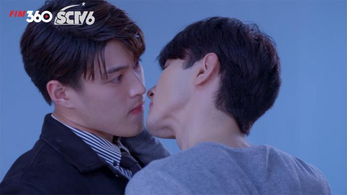 Đạo diễn 'Minh châu rực rỡ' phải lên tiếng xin lỗi vì cắt cảnh tắm chung đầy nóng bỏng trong phim Ảnh 9