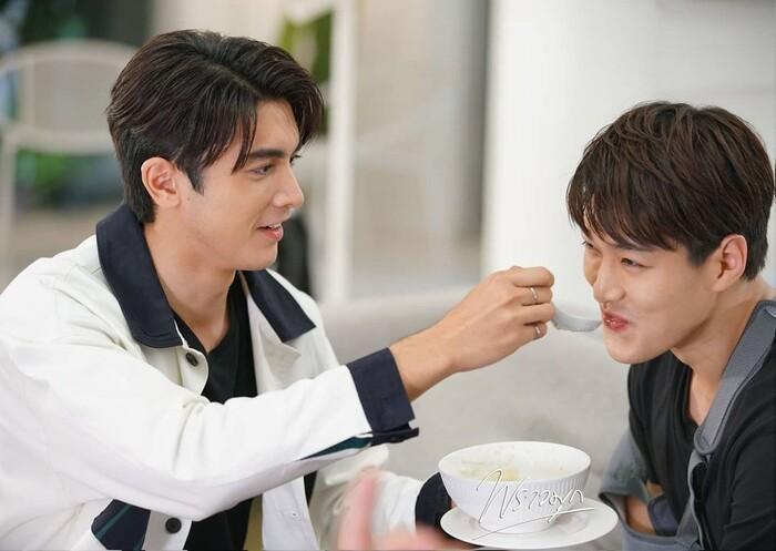 Đạo diễn 'Minh châu rực rỡ' phải lên tiếng xin lỗi vì cắt cảnh tắm chung đầy nóng bỏng trong phim Ảnh 8