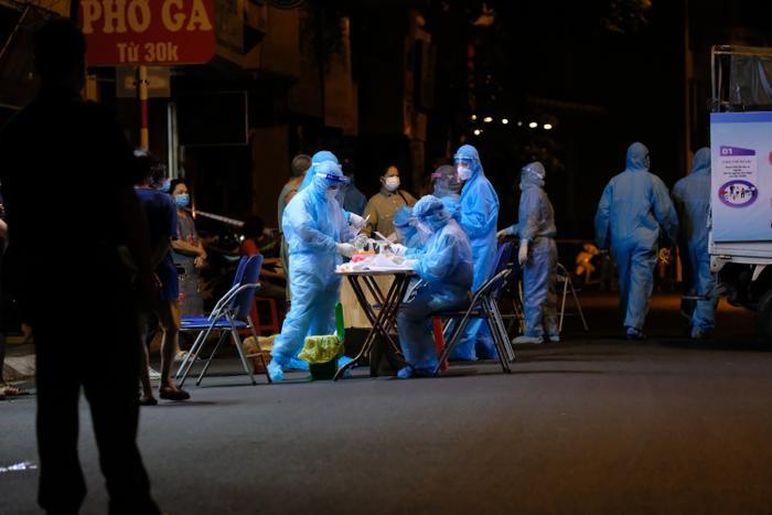 Hà Nội: Phong toả, xét nghiệm hơn 100 người ở Thuỵ Khuê khi ghi nhận 2 ca dương tính SARS-CoV-2 Ảnh 12