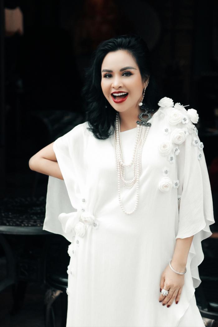 Diva Thanh Lam bức xúc vì bị 'chì chiết' do khoe đã được tiêm 2 mũi vắc-xin, phủ nhận việc được ưu ái Ảnh 2