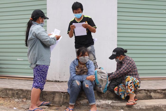 Gia đình 4 người phải đạp xe từ Đồng Nai về Nghệ An vỡ òa khi được về nhà Ảnh 3