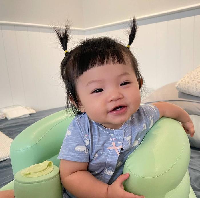 Bé Suchin con gái Cường Đô La chưa đầy một tuổi nhưng đã biết ca hát nhảy múa Ảnh 1