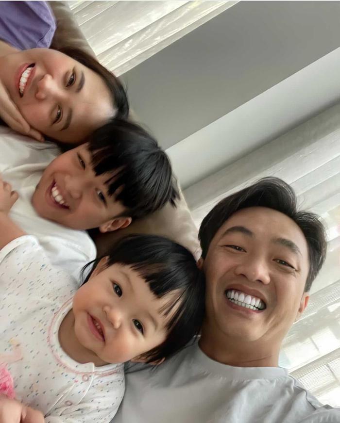 Bé Suchin con gái Cường Đô La chưa đầy một tuổi nhưng đã biết ca hát nhảy múa Ảnh 3