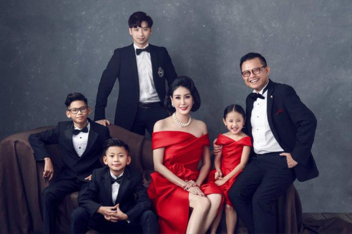 Hà Kiều Anh tung bộ ảnh kỉ niệm 14 năm ngày cưới chồng đại gia: 'Hạnh phúc đơn giản là có nơi để về' Ảnh 4
