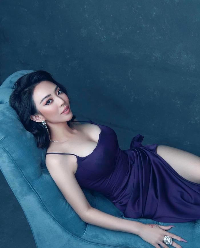 Tiến Luật 'nóng mắt' khi thấy bà xã Thu Trang thường xuyên tung ảnh 'thả thính' gợi cảm