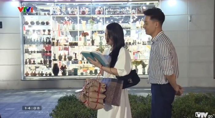 Những pha bẻ lái khét lẹt trong phần 2 'Hương vị tình thân': 'Tiểu tam' xuất hiện, thay đổi diễn viên