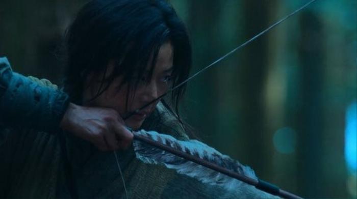 Review 'Kingdom: Ashin of the North': Ít zombie, thiếu cao trào và màn debut an toàn của Jun Ji Hyun