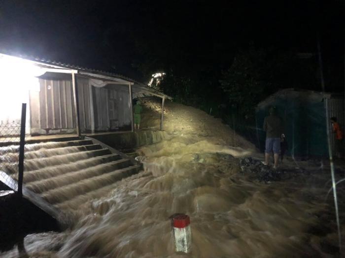 Mưa lớn kéo dài gây ngập lụt ở huyện vùng cao Nghệ An Ảnh 2