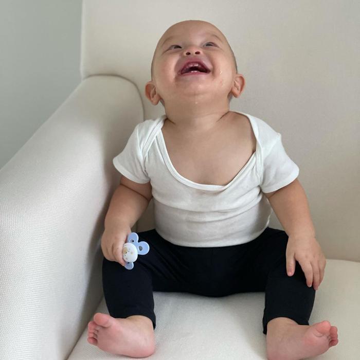 Hồ Ngọc Hà chia sẻ về ngày thứ 7 của các con: Lisa quấn lấy anh hai, Leon cười chảy cả nước miếng Ảnh 6