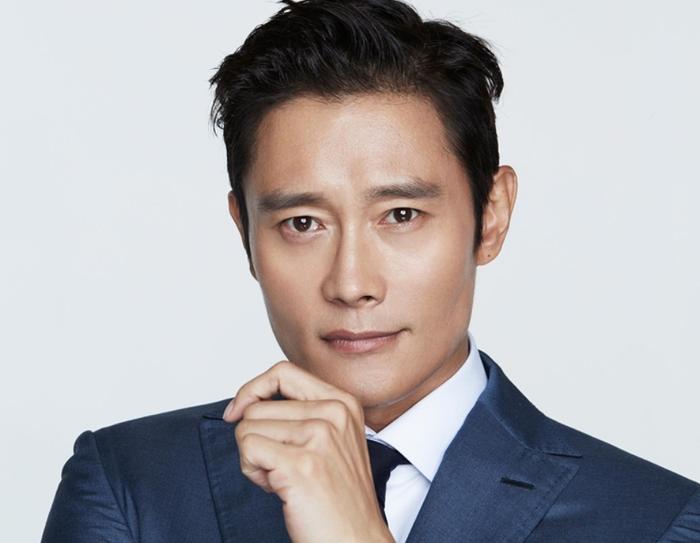 Lee Do Hyun chia sẻ về hình mẫu lý tưởng khiến netizen được dịp thích thú