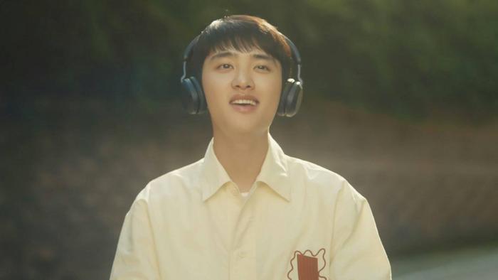 D.O. (EXO) chính thức debut solo với Rose: EXO-L không chê anh 'bèo' thì lên xe anh đèo! Ảnh 1