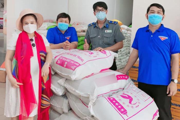 Đang ở cữ để chăm con, Vy Oanh vẫn âm thầm mua quà tặng bác sĩ tuyến đầu chống dịch Ảnh 2