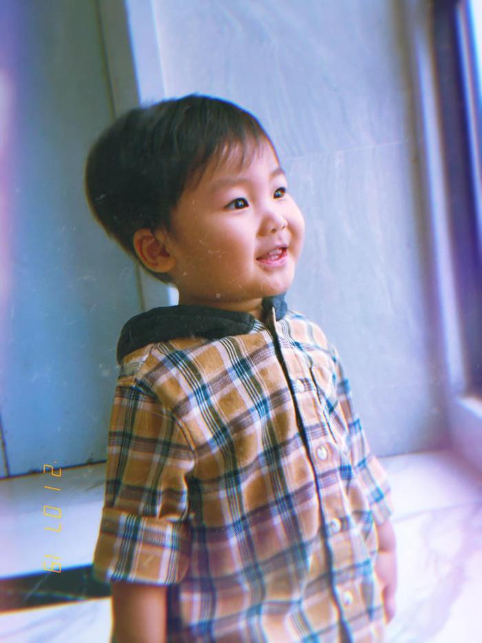 Con trai Hoà Minzy ngã ngửa ra phía sau khiến nhiều người thót tim Ảnh 6