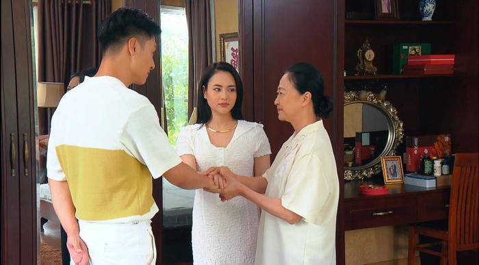 Tập 2 'Hương vị tình thân': Phương Oanh bị gài bẫy đánh ghen lột đồ trước mặt Mạnh Trường