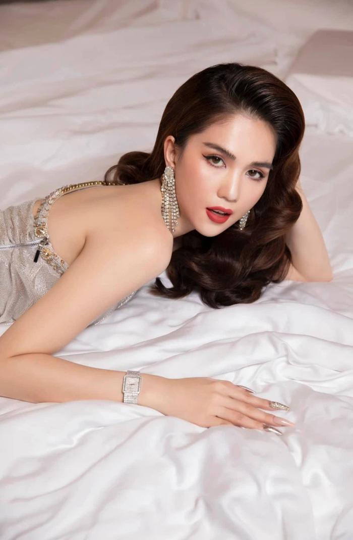 Sao Việt nóng bỏng trên giường: Ngọc Trinh còn thua xa người mẫu đàn em Ảnh 3