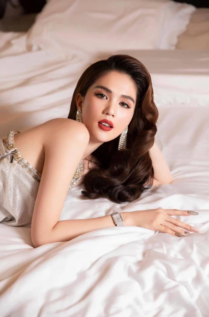 Sao Việt nóng bỏng trên giường: Ngọc Trinh còn thua xa người mẫu đàn em Ảnh 2