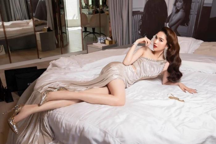 Sao Việt nóng bỏng trên giường: Ngọc Trinh còn thua xa người mẫu đàn em Ảnh 1