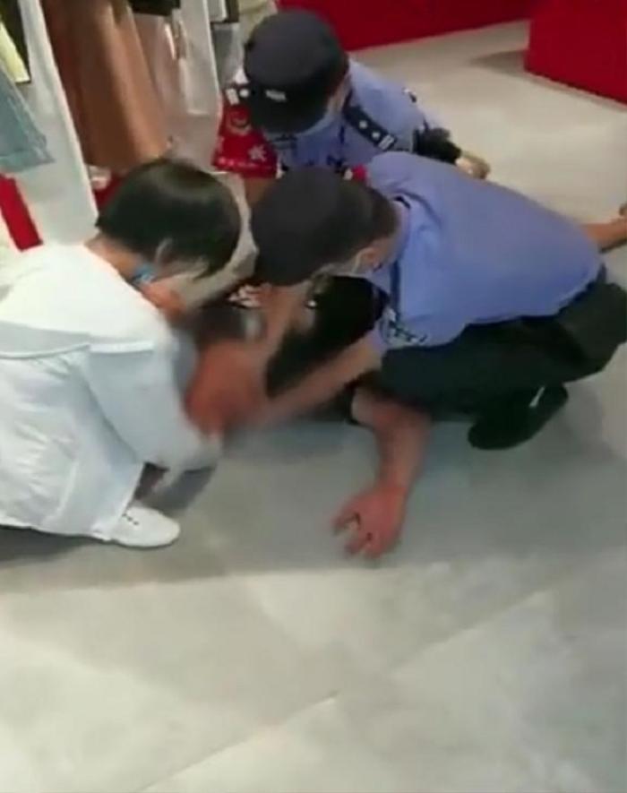 Giả vờ tự sát để thử lòng bạn trai, cô gái không ngờ phải nhờ cảnh sát giúp đỡ