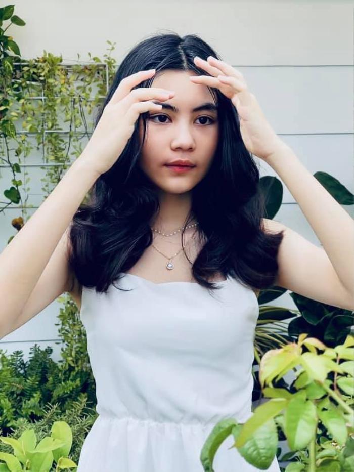 Con gái út nhà Quyền Linh 'gây sốt' với nhan sắc xinh đẹp như búp bê ở tuổi 13 Ảnh 7