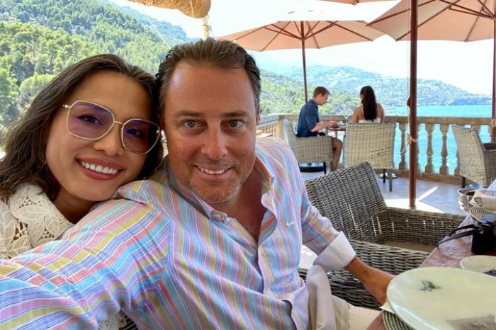 Hoa hậu Ngọc Khánh mặc giản dị ăn mừng sinh nhật bên cạnh chồng Tây Ảnh 5