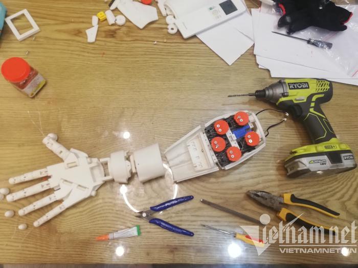 Cánh tay robot dùng công nghệ AI giá 1 triệu đồng của sinh viên Ảnh 2