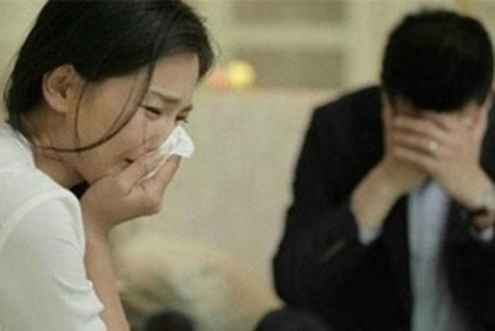 Kết hôn 4 năm nhưng chồng chưa một lần chạm tới, vợ lén kiểm tra điện thoại và phát hiện bí mật động trời