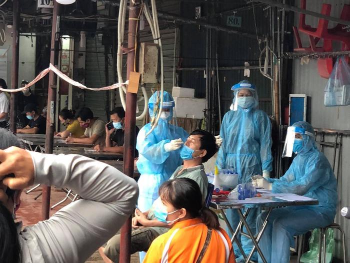 Thêm một chợ đầu mối ở Hà Nội tạm thời bị phong tỏa, dừng hoạt động do Covid-19 Ảnh 1