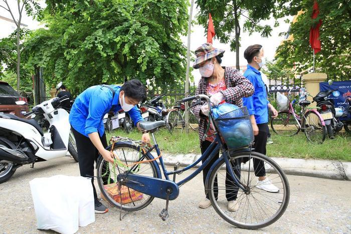 'Siêu thị 0 đồng' đầu tiên tại Hà Nội chính thức mở cửa phục vụ người dân bị ảnh hưởng bởi dịch Covid-19 Ảnh 12