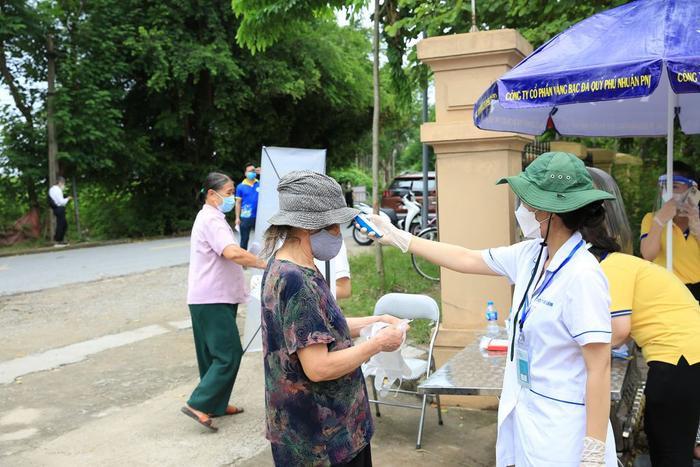 'Siêu thị 0 đồng' đầu tiên tại Hà Nội chính thức mở cửa phục vụ người dân bị ảnh hưởng bởi dịch Covid-19 Ảnh 2