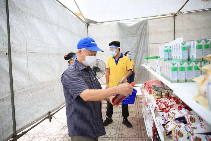 'Siêu thị 0 đồng' đầu tiên tại Hà Nội chính thức mở cửa phục vụ người dân bị ảnh hưởng bởi dịch Covid-19 Ảnh 8