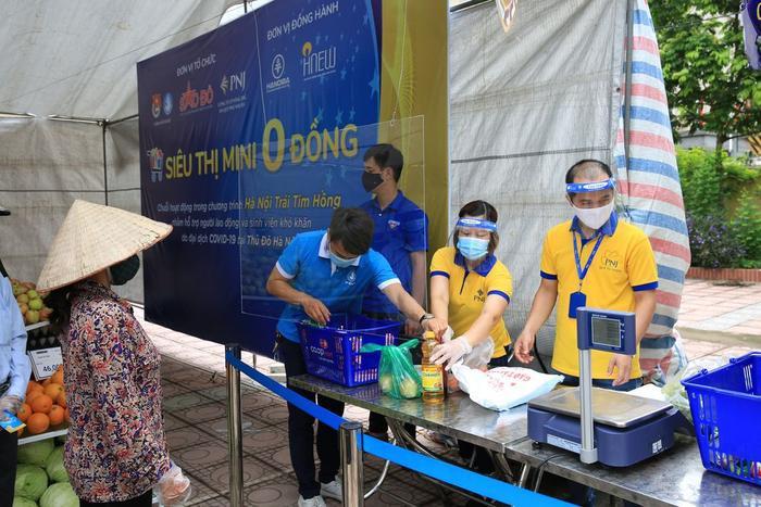 'Siêu thị 0 đồng' đầu tiên tại Hà Nội chính thức mở cửa phục vụ người dân bị ảnh hưởng bởi dịch Covid-19 Ảnh 6