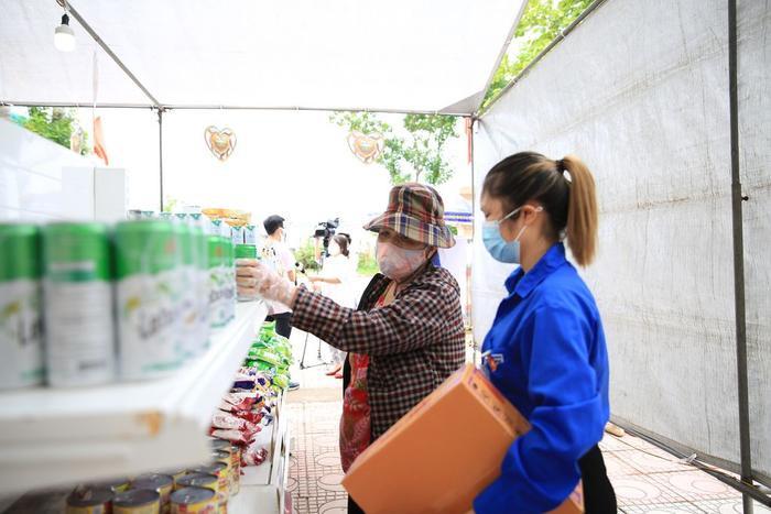 'Siêu thị 0 đồng' đầu tiên tại Hà Nội chính thức mở cửa phục vụ người dân bị ảnh hưởng bởi dịch Covid-19 Ảnh 7