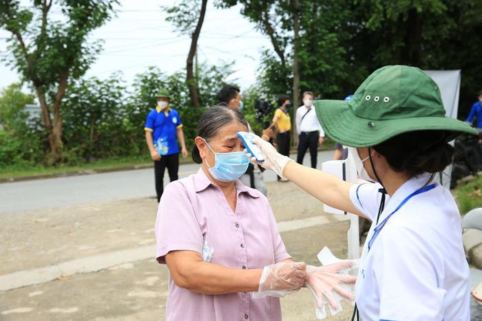'Siêu thị 0 đồng' đầu tiên tại Hà Nội chính thức mở cửa phục vụ người dân bị ảnh hưởng bởi dịch Covid-19 Ảnh 3
