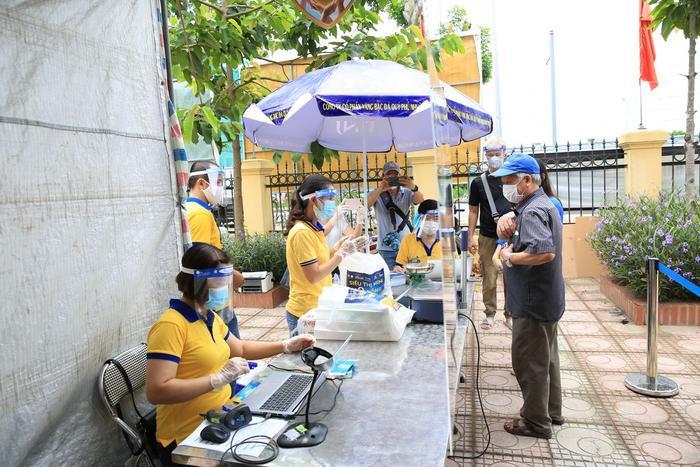 'Siêu thị 0 đồng' đầu tiên tại Hà Nội chính thức mở cửa phục vụ người dân bị ảnh hưởng bởi dịch Covid-19 Ảnh 5