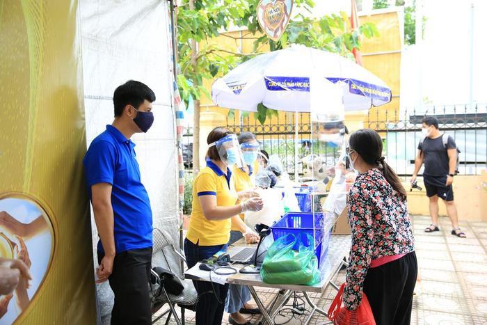 'Siêu thị 0 đồng' đầu tiên tại Hà Nội chính thức mở cửa phục vụ người dân bị ảnh hưởng bởi dịch Covid-19 Ảnh 10