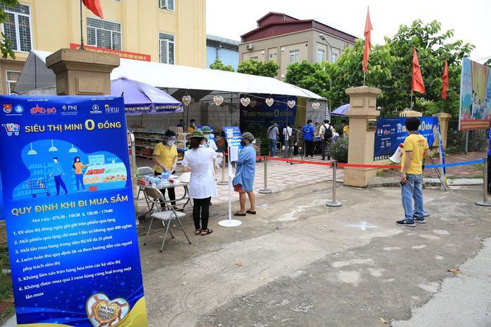 'Siêu thị 0 đồng' đầu tiên tại Hà Nội chính thức mở cửa phục vụ người dân bị ảnh hưởng bởi dịch Covid-19 Ảnh 1