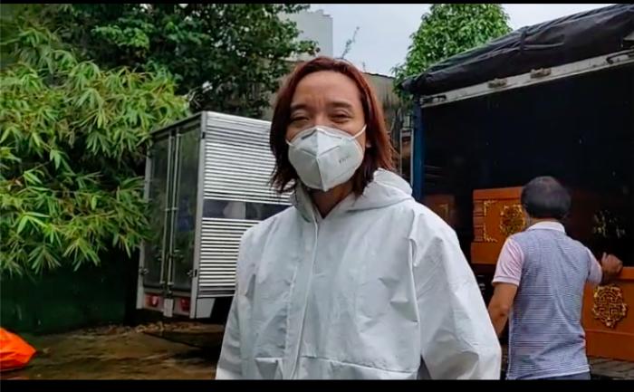 Chồng đội mưa làm từ thiện, Việt Hương xót xa: Ở Mỹ làm thầy giáo ngon lành, giờ khuân vác thấy thương Ảnh 8