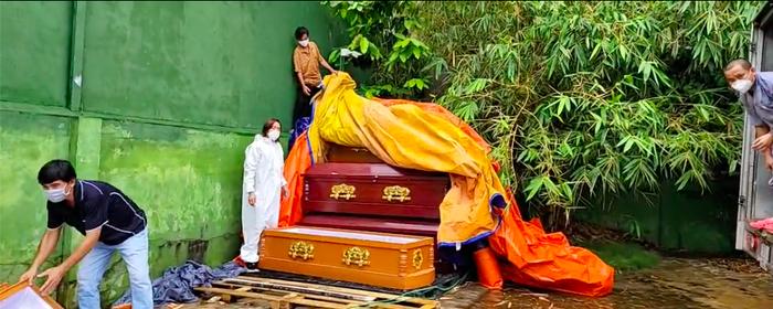 Chồng đội mưa làm từ thiện, Việt Hương xót xa: Ở Mỹ làm thầy giáo ngon lành, giờ khuân vác thấy thương Ảnh 4