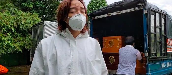Chồng đội mưa làm từ thiện, Việt Hương xót xa: Ở Mỹ làm thầy giáo ngon lành, giờ khuân vác thấy thương Ảnh 7