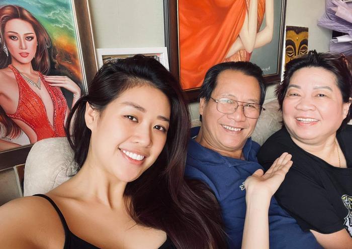 Hoa hậu Khánh Vân cùng loạt hoạt động thêm khắng khít tình cảm gia đình mùa giãn cách Ảnh 1