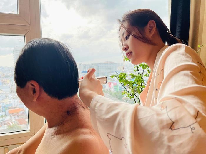 Hoa hậu Khánh Vân cùng loạt hoạt động thêm khắng khít tình cảm gia đình mùa giãn cách Ảnh 6