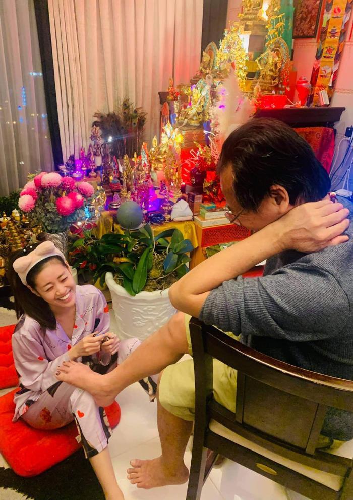 Hoa hậu Khánh Vân cùng loạt hoạt động thêm khắng khít tình cảm gia đình mùa giãn cách Ảnh 2