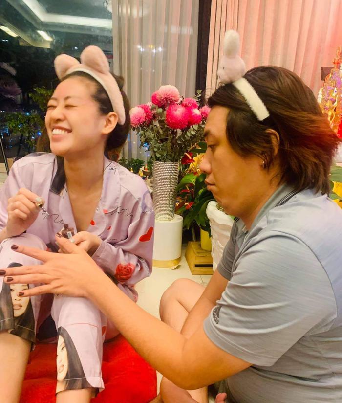 Hoa hậu Khánh Vân cùng loạt hoạt động thêm khắng khít tình cảm gia đình mùa giãn cách Ảnh 4