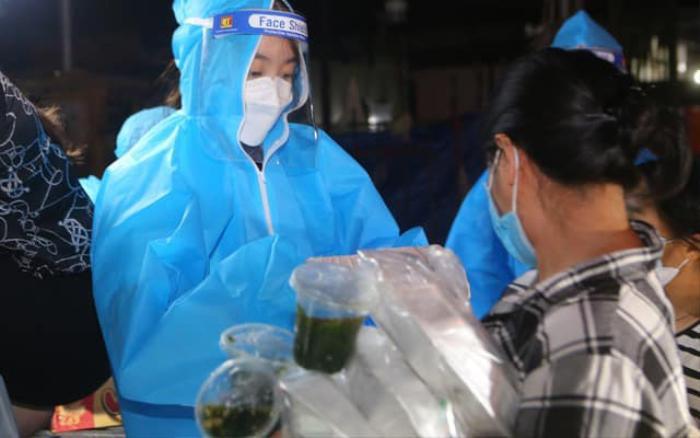 Hoa hậu Đỗ Mỹ Linh cùng Đỗ Thị Hà, Lương Thùy Linh hỗ trợ người vô gia cư mùa Covid-19 Ảnh 3