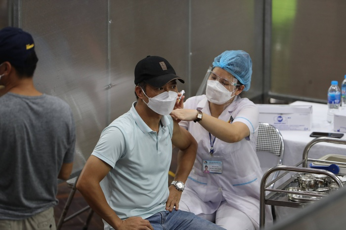 Video: Cận cảnh nhà thi đấu Trịnh Hoài Đức thành 'bệnh viện dã chiến' để tiêm vaccine cho người dân Ảnh 8