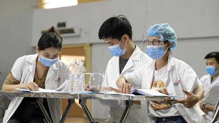 Sáng 3/8, Hà Nội ghi nhận thêm 29 ca dương tính với SARS-CoV-2, trong đó có 21 ca ở khu cách ly Ảnh 1