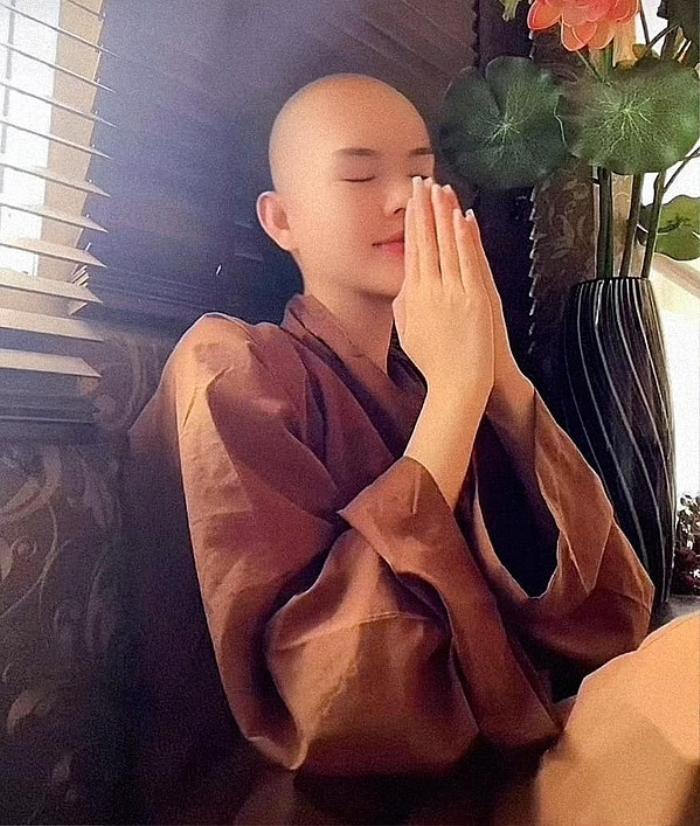Dàn sao Việt cạo đầu trọc gây bất ngờ: Người bị phụ tình, kẻ do cắt tóc 'lỡ tay' Ảnh 1