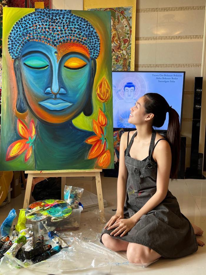 Hoa hậu Khánh Vân mặt mộc ở nhà trổ tài vẽ tranh đẹp đến ngỡ ngàng Ảnh 3