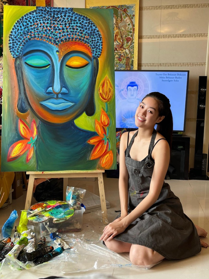 Hoa hậu Khánh Vân mặt mộc ở nhà trổ tài vẽ tranh đẹp đến ngỡ ngàng Ảnh 1