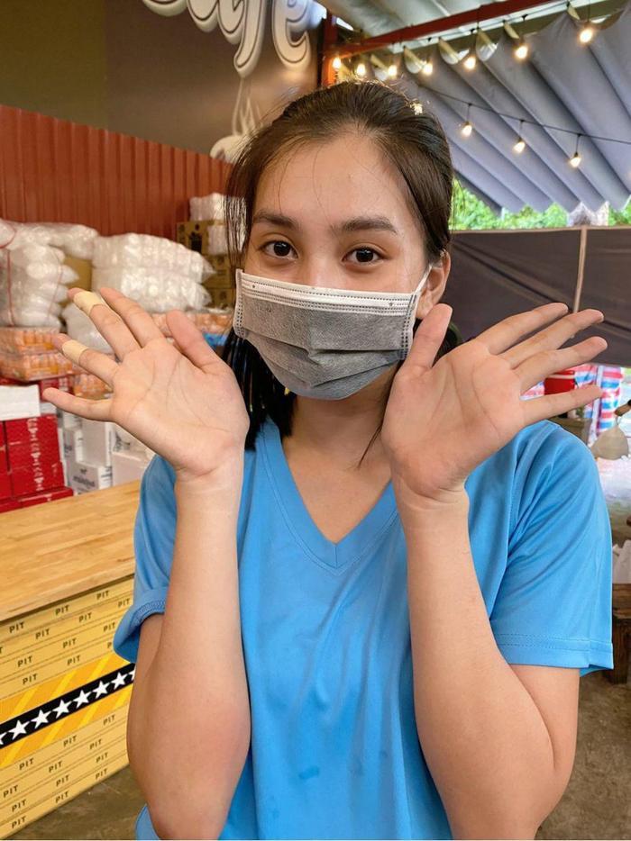 Dàn Hoa hậu Việt 'xả vai' đi từ thiện giữa mùa dịch, đến fan quốc tế cũng tấm tắc Ảnh 8